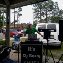 DJ Barry Logo